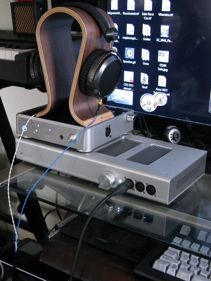 balanced cables canare star quad l 4e6s was used to make the cable to connect to schiit mjolnir balanced amp using a male 4 pin xlr connector the amp is connected to the