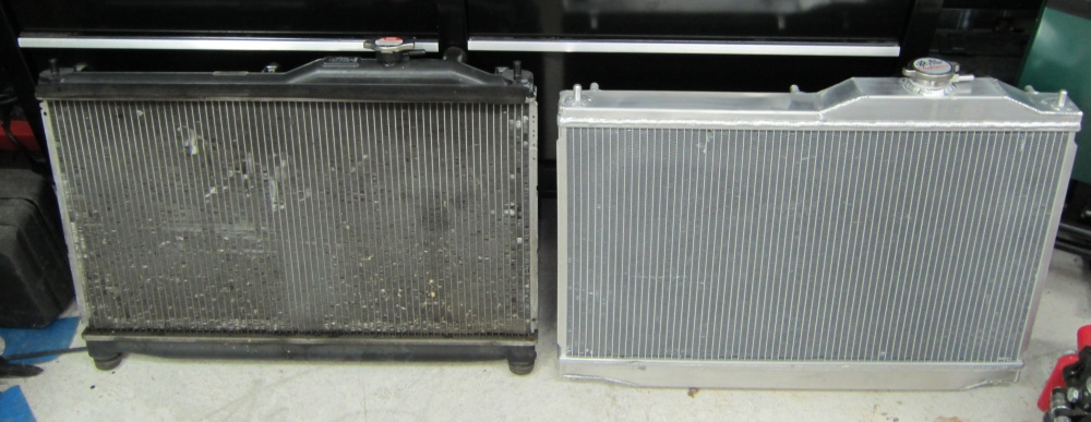 radiatorcompare jpg 12 year old stock radiator on left champion cooling systems all aluminum on right