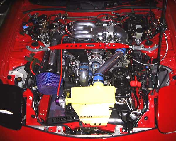 engine_bay.jpg (71045 bytes)